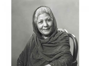 "Bano Qudsia, Popular Pakistani Writer, writing novels and short stories, Urdu writer, ""Raja Gidh"" , ""Aik Din"", ""Haasil Ghaat"", ""Purwa"", ""Moom Ki Galiyan"" and ""Tauba Shikan"", ""Bazgasht"", ""Amar Bail"", ""DoosraDarwaza"" and ""TwajjukiTalib"", ""Tamasil"", ""Hawa key Naam"", ""Seharay"" and ""Khaleej"""