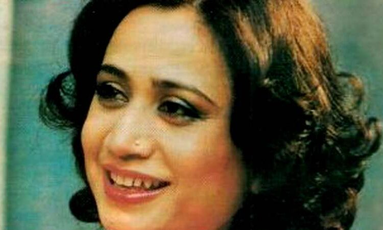"Parveen Shakir, Popular poetess of Pakistan, digest ""Faoon"", six books of poetry and one book of prose,"