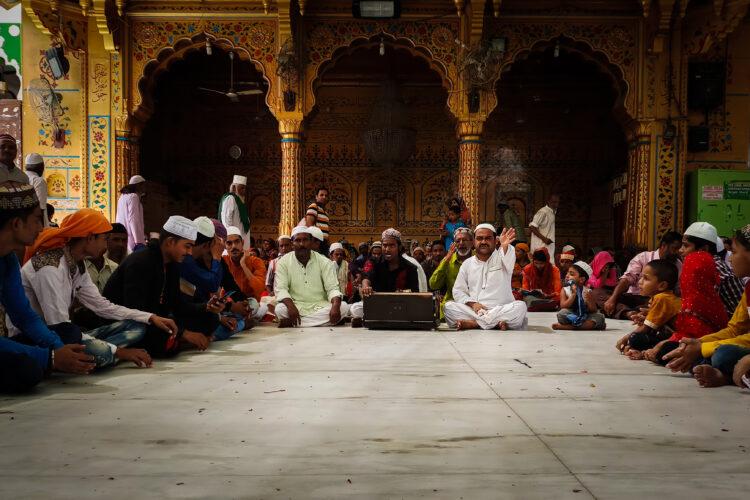 "Qawalli at Ajmer Sharif Dargah, religious expressionism, a group performance, Sufi origin, ""shehen-shah-e-qawwali"", Nusrat Fateh Ali Khan, Waris Brothers, Rizwan Muazzam, Faiz Ali Faiz and Waheed and Naveed Chistis"