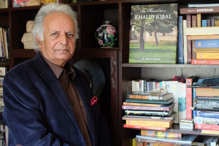 "Mustansar Hussain Tarar, Famous writer and columnist of Pakistan, ""Nikley Teri Talash Main"", 50 books which include novels and short stories, morning show was ""Subuh Bakhair"", ""Parinda"", ""Fareb"" and ""Shehpar"""