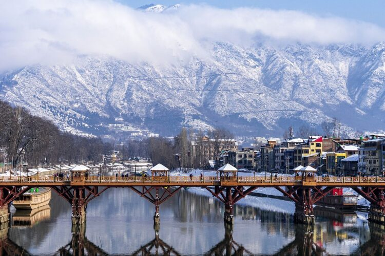 Srinagar Kashmir, The city is known for its natural environment, gardens, waterfronts and houseboats.