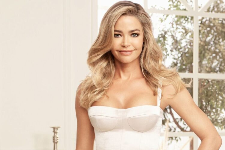 Denise Richards, an American actress, former fashion model, and television personality. Her most recognized roles are Carmen Ibanez in Starship Troopers, ...