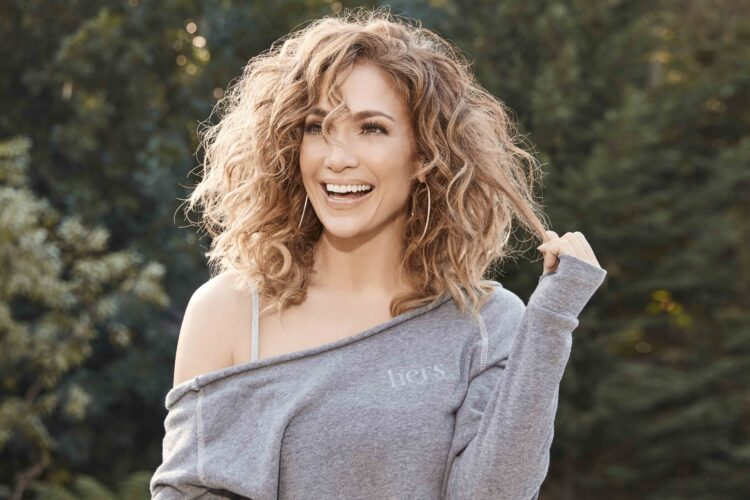 Jennifer Lopez, Lopez began appearing as a Fly Girl dancer on In Living Color, where she remained a regular until she decided to pursue an acting career in 1993.