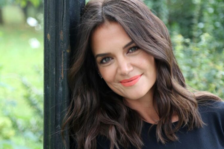 Katie Holmes, She first achieved fame as Joey Potter on the television series Dawson's Creek. She made her feature film debut in Ang Lee's The Ice Storm in 1997