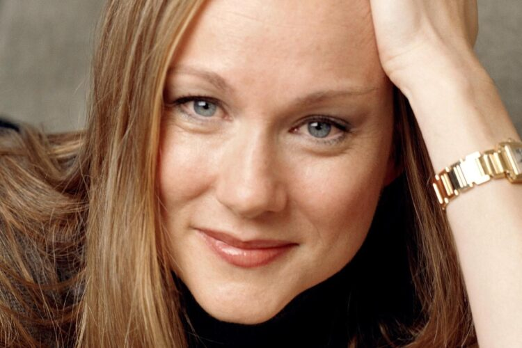 Laura Linney, She is the recipient of several awards, including two Golden Globe Awards and four Primetime Emmy Awards, and has been nominated for three Academy Awards and four Tony Awards