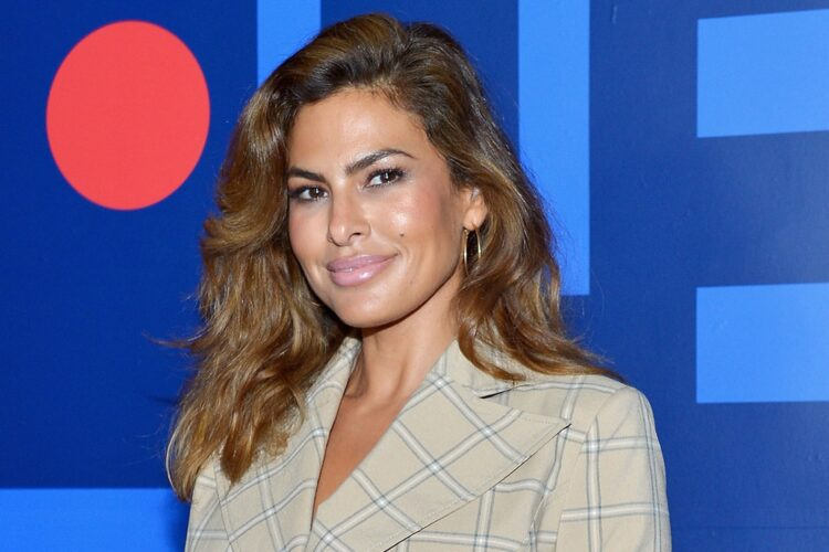 Eva Mendes, Her acting career began in the late 1990s, with a series of roles in films such as Children of the Corn V: Fields of Terror and Urban Legends: Final Cut.