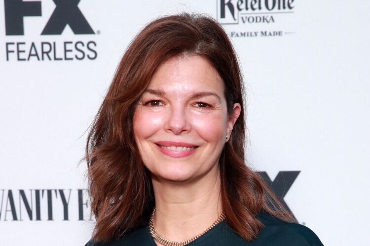 Jeanne Tripplehorn, She began her career in theatre, acting in several plays throughout the early 1990s, including Anton Chekov's Three Sisters on Broadway.