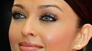 Aishwarya Rai eyes, green eyes have been talked about since she was crowned the Miss World.