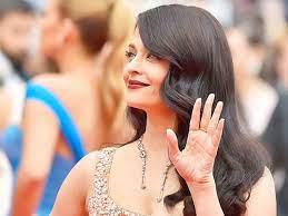Aishwarya Rai hands nicely shaped hands