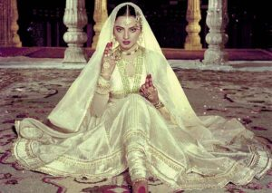 In Ankhon Ki Masti Ke, is the song where Rekha factually blushed with the magic of her twinkling eyes.